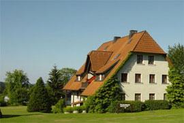 ferienhaus: ferienwohnung im sommer mit großer spielwiese