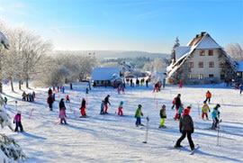 ferienhaus fichtelgebirge: skischule Hottenroth am Hang der unterkunft